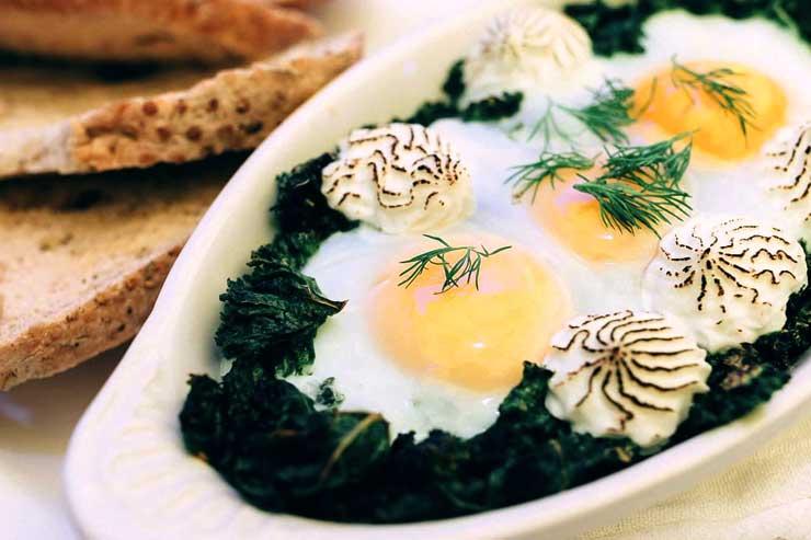 フロレンティン(ケール、ガーリック、卵、ゴートチーズをオーブンで焼いた料理)