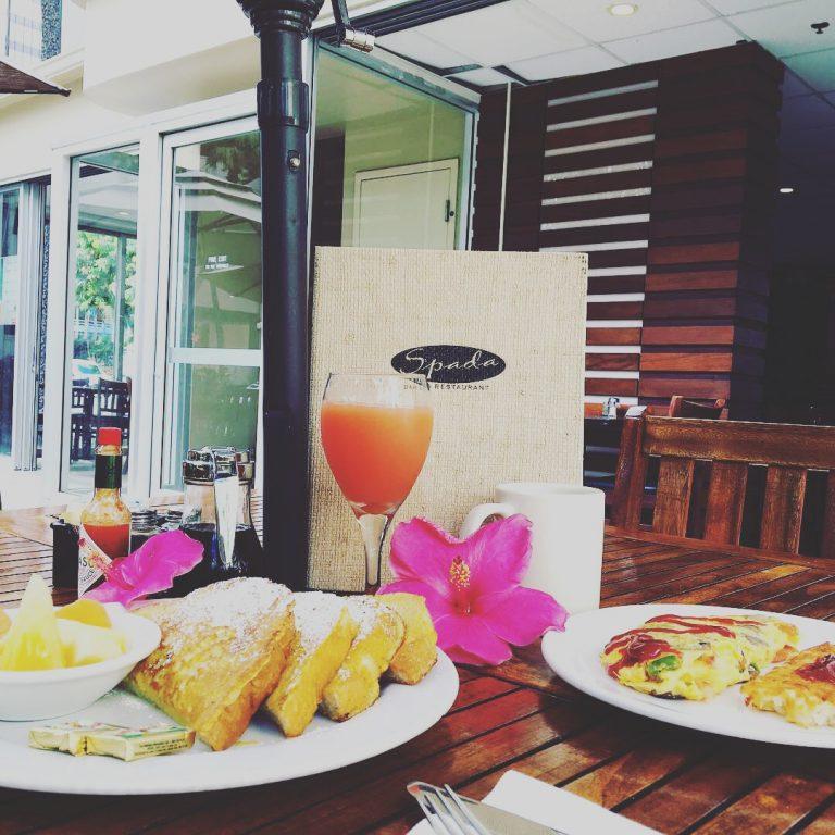 テラスでハワイの朝日を浴びながら朝食を堪能しませんか?