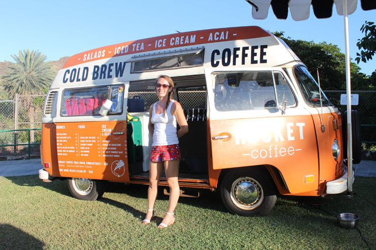オレンジ色がかわいいロケットコーヒーのワゴン