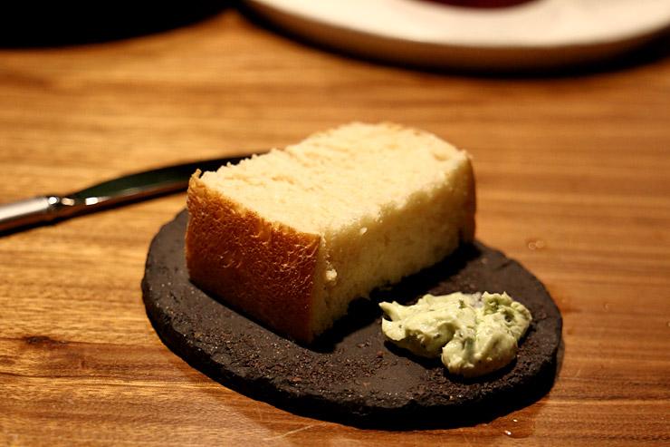 パリハワイの箸休めのパン