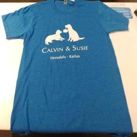 カルビン&スージー・ロゴTシャツ