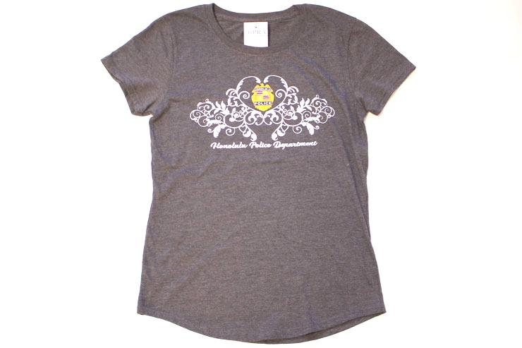 女性らしいラウンド形状がかわいいTシャツ($26)。
