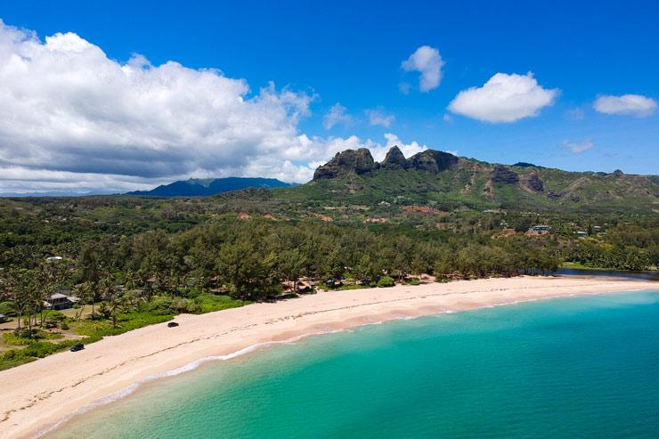 切り立つ山と美しいビーチ…カウアイ島アナホラ編