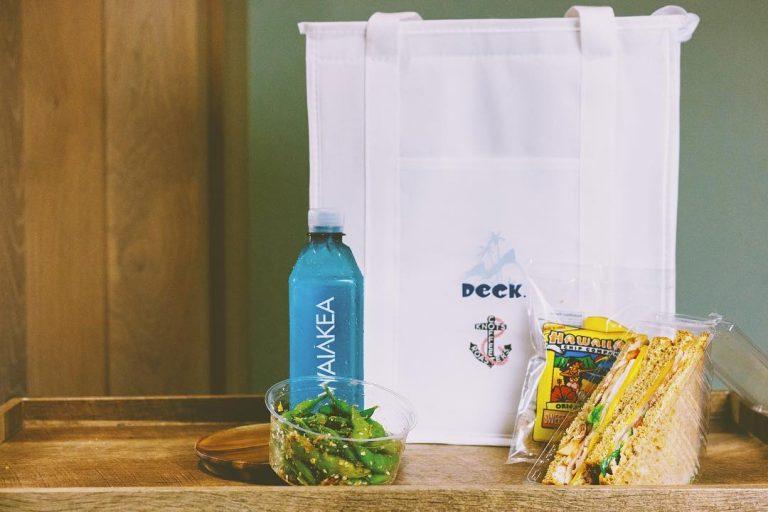 シンプルなバッグに入った軽食セット