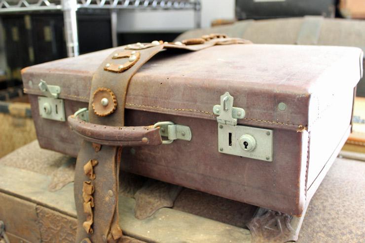 年季が入ったスーツケースなども