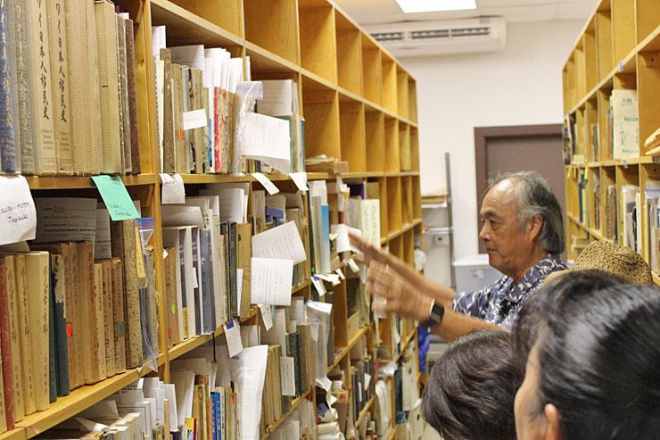 貴重な書物、資料が保管されている特別なお部屋も見学させてもらいました