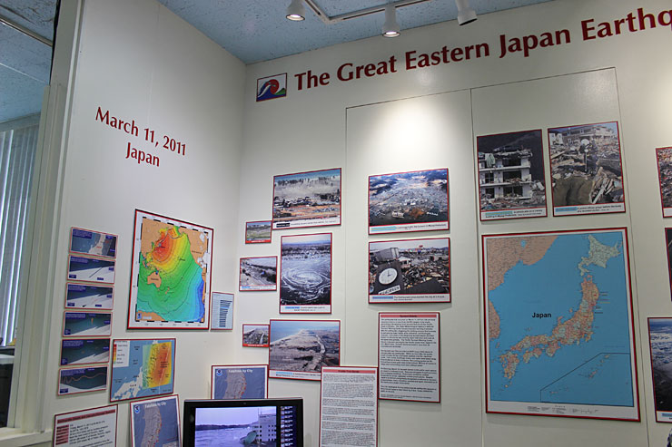 日本の津波災害の展示もある