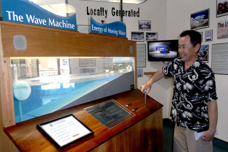 津波被害の様子を伝える資料が展示されている