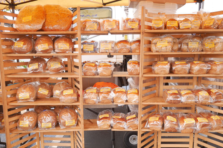 ノースショアやカイルアに店舗を持つ「ベーカー・デュードゥス」には、食パンがずらり!