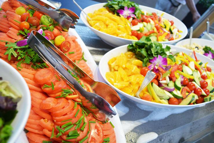 ヒルトンのルアウはお食事も高品質。ハワイならではのお料理に舌鼓を。