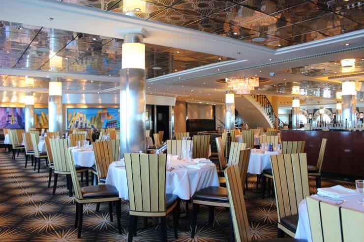 プライドオブアメリカ号の中には複数のレストランがあり、とても快適です!