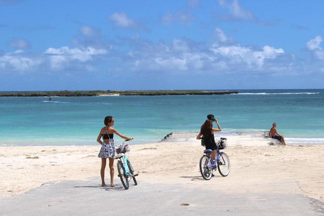 カイルアでの移動は自転車が本当に便利。ビーチへのアクセスも楽々ですよ〜!