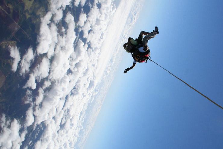 スカイダイビングのような特別体験も、ぜひハワイで!!