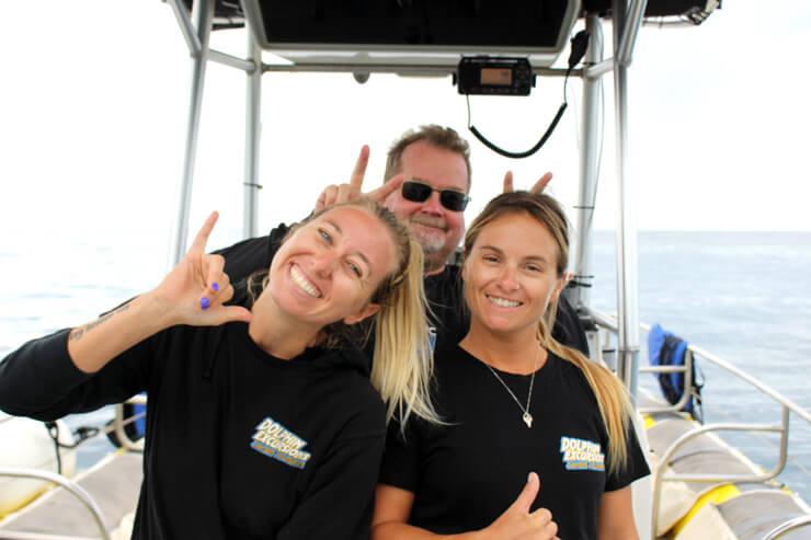 ボートのキャプテンと、フレンドリーなスタッフたち。