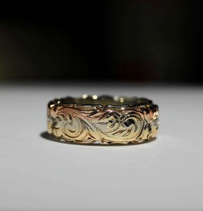 3色のゴールドが光るアヌエヌエ・コレクション