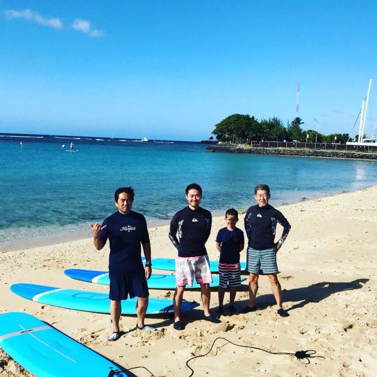 家族みんなでサーフィンデビュー!