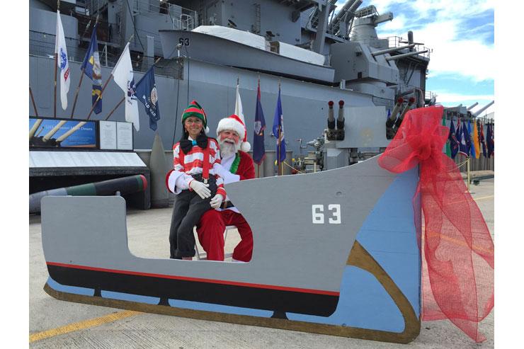 子連れでGO!戦艦ミズーリ前でサンタと記念撮影