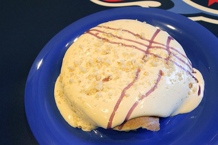 ブーツ&キモズのマカダミアナッツソース・パンケーキ
