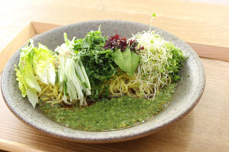 ローカル野菜冷やし中華:$14