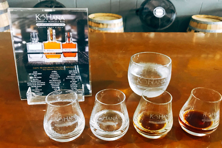 コハナ・ラムの試飲(左からホワイトラムのKEA2種類、KOHO、KOKOLEKA)