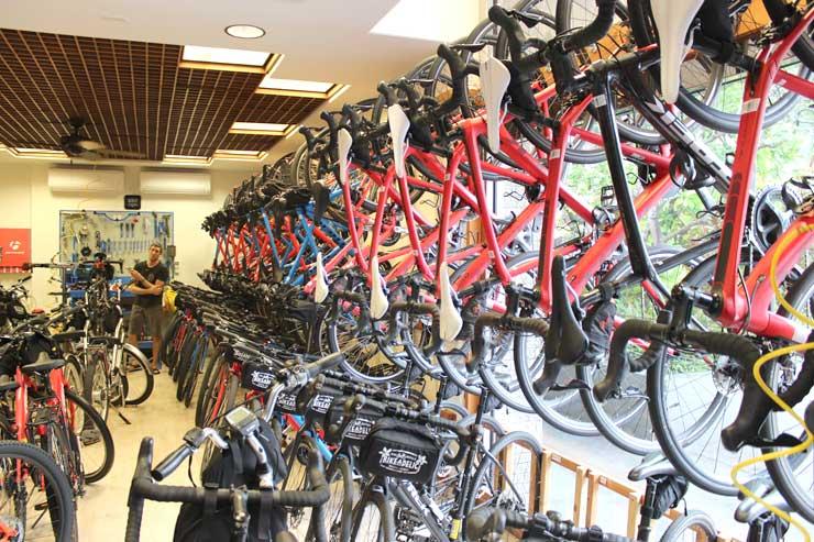 「バイカデリック」では1時間$7で自転車レンタルが出来ますよ〜。