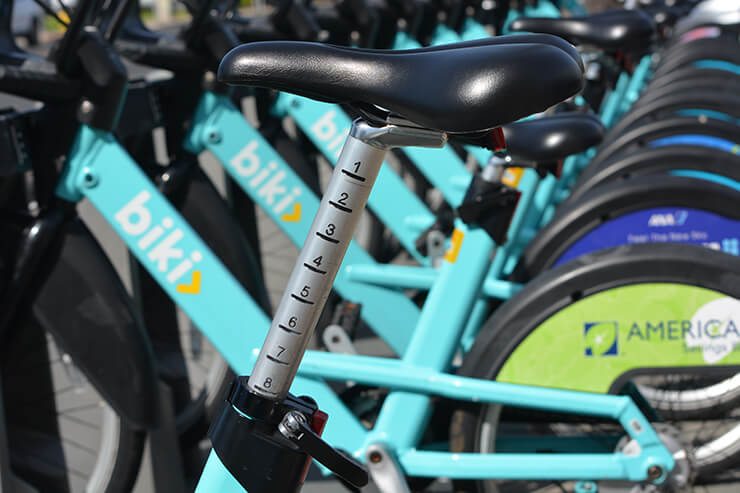 自転車のサドルの高さを調整できる