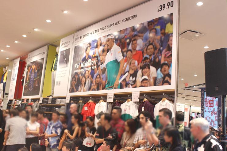 錦織選手ウェア売り場は大きな写真があって分かりやすい。