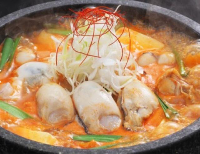 広島産牡蠣使用のオイスターチゲスープ($22.80)