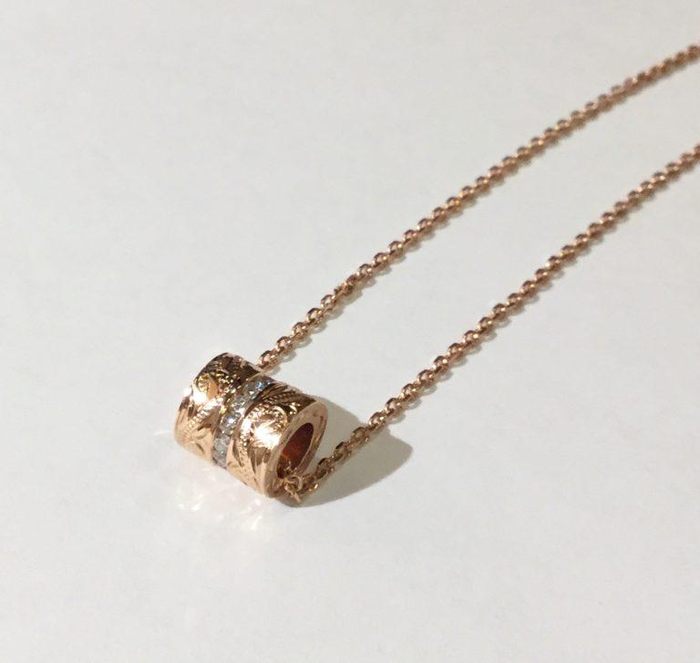 ダイアモンドのピンクゴールドバレルペンダント