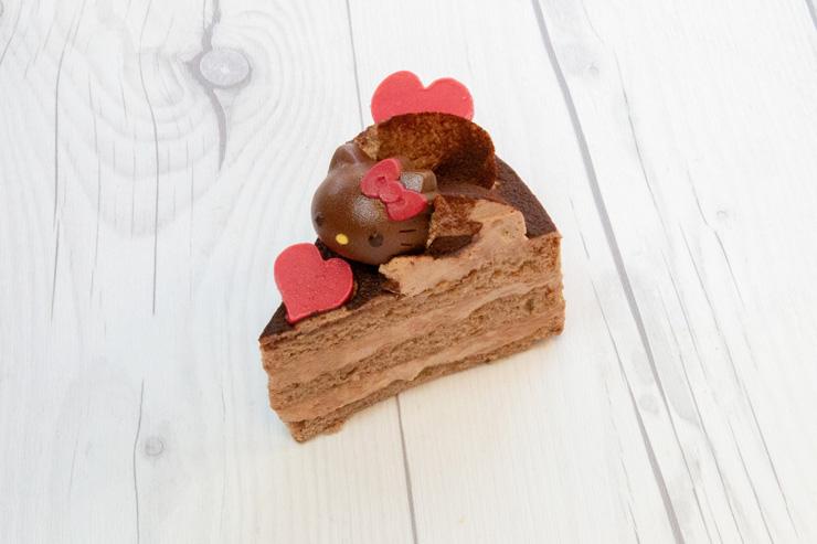 ハローキティ・チョコレートケーキ($5.50)