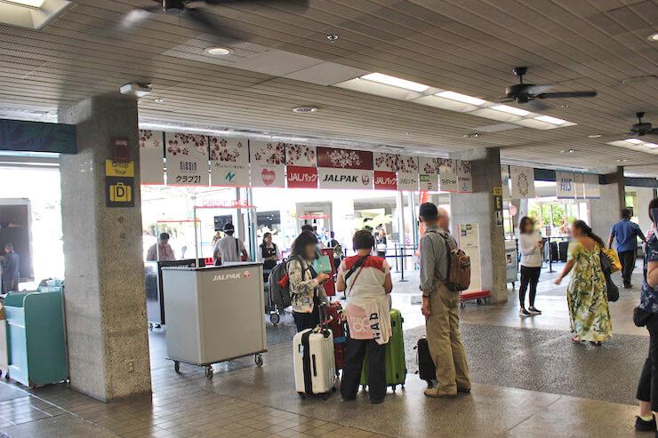 ホノルル国際空港の団体出口