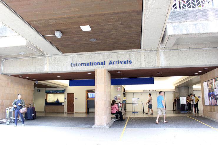ホノルル国際空港の到着ゲート、個人出口