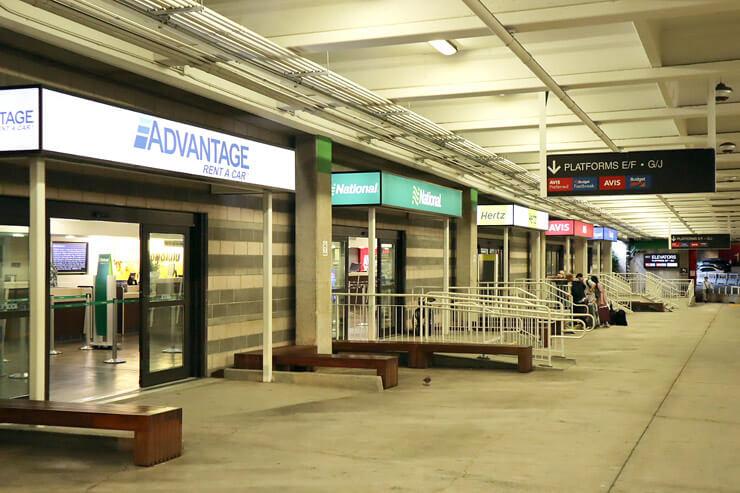 ホノルル国際空港のレンタカーカウンター