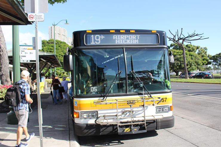 ホノルル国際空港とワイキキ間の公共バス