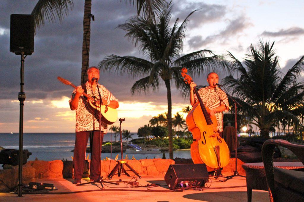 ハワイアン音楽の生演奏(月〜木曜の18:15〜21:00)