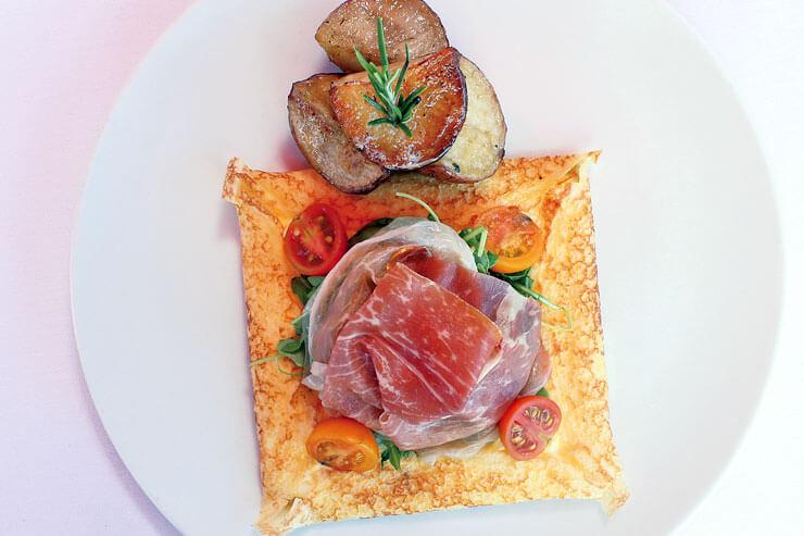 イタリアンクレープとふんわり生ハムとチーズ:$13.95