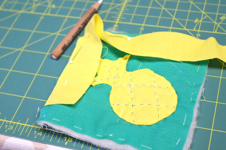 コースターの縁を縫い付けて完成