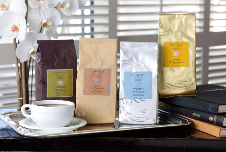左から「ハレクラニ・ブレンドコーヒー(ホールビーン)」($18)、「モカコーヒー」($18)、「ハレクラニ・ブレンドコーヒー(グラウンドビーン)」($18)、「コナ・コーヒー」($33)