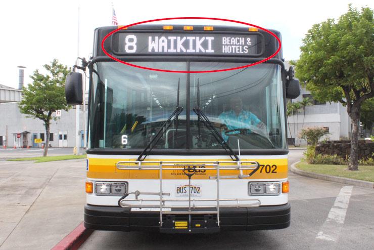 ザ・バスの行き先はバス前方で確認できる