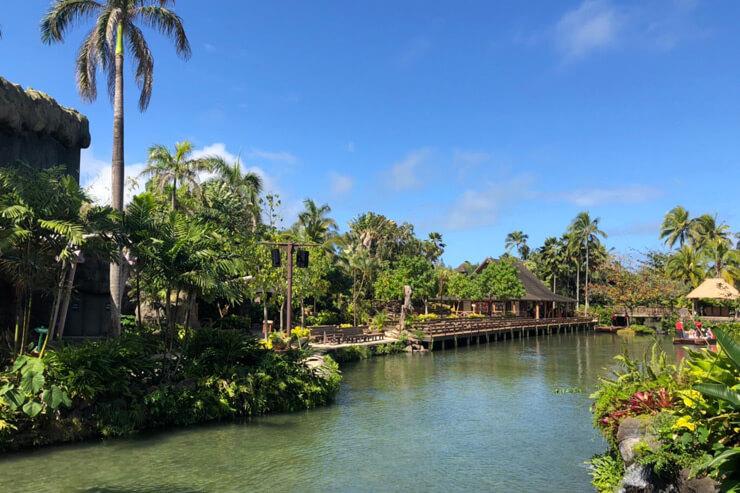 ポリネシアンな雰囲気たっぷりの運河