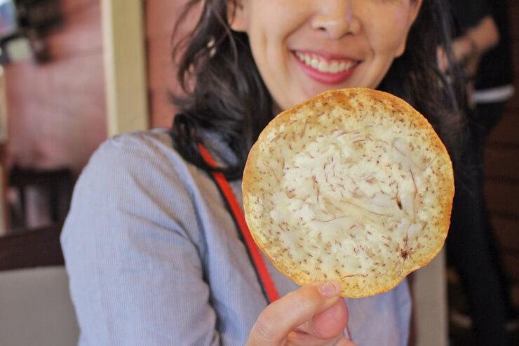 大きなタロイモチップスは食べ応えあり!新鮮なカジキを使用したディップとの相性も抜群。