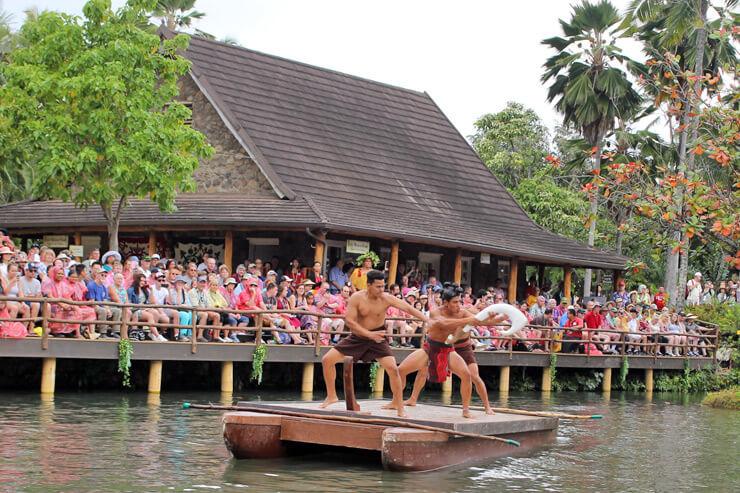 ポリネシアの成り立ちを伝えるカヌーショー