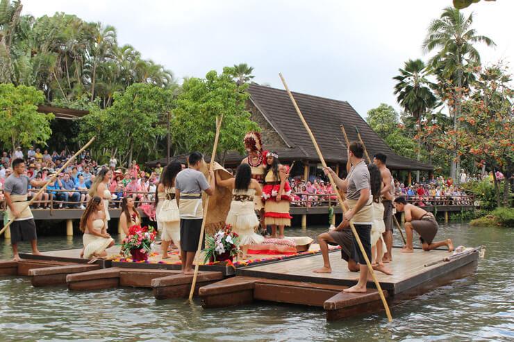 ポリネシア・カルチャー・センターの最新カヌーショー