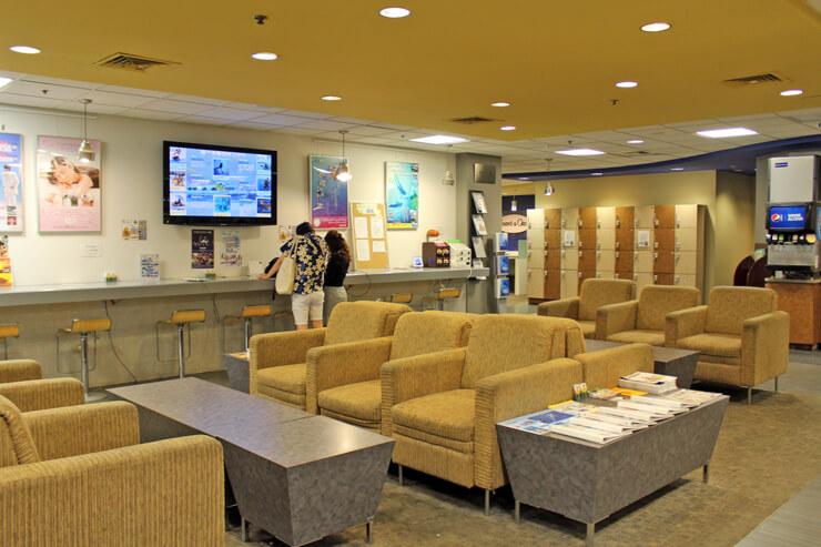 ロイヤル・ハワイアン・センター3階のレアレアラウンジ