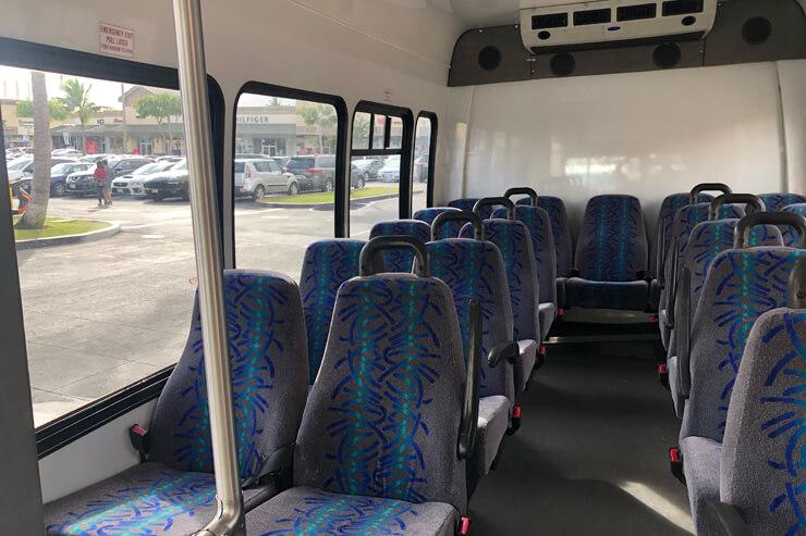 シャトルバス車内