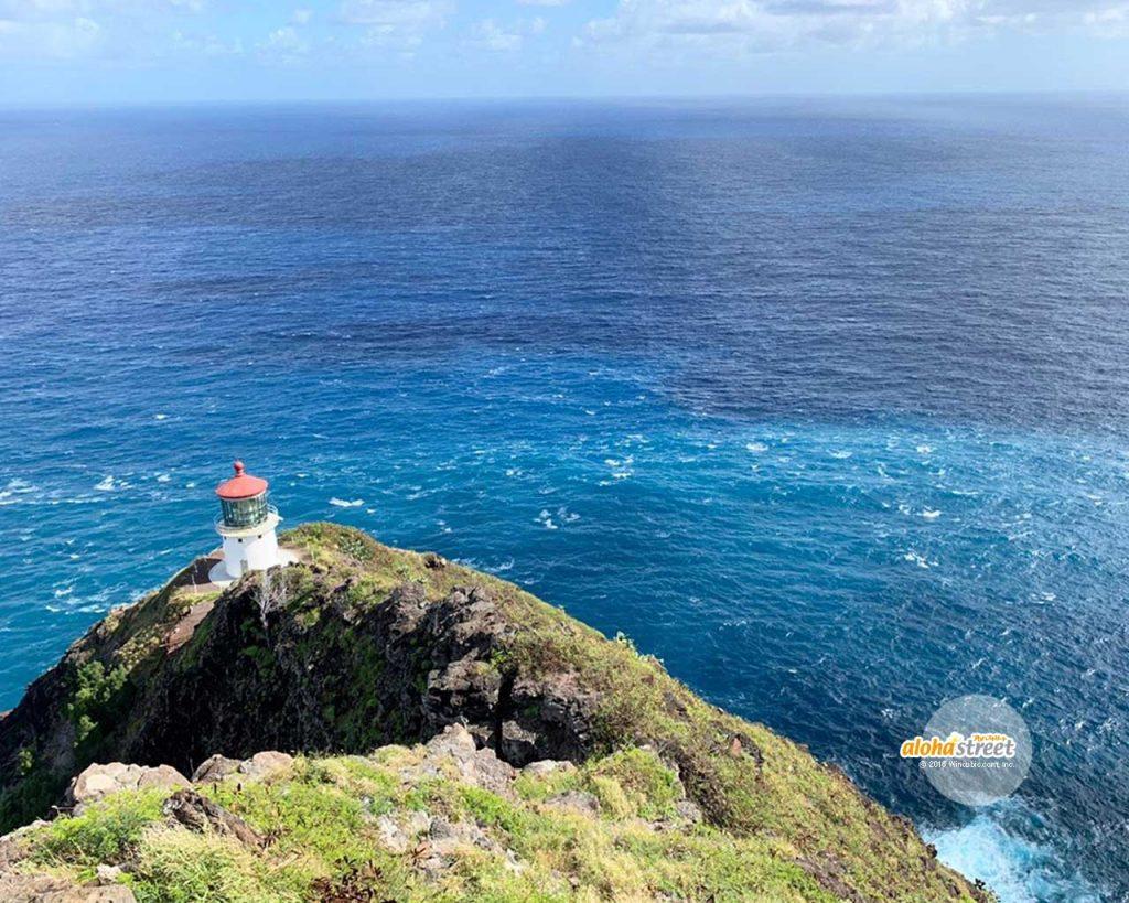 岬から望む瑠璃色の海
