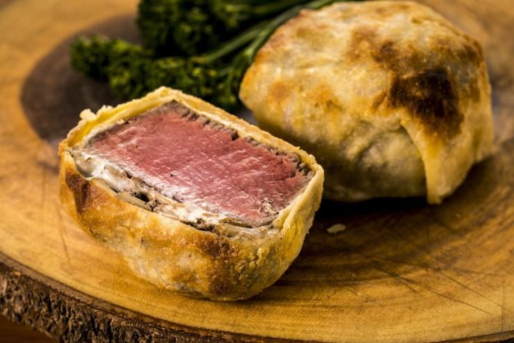 新食感ステーキ「ビーフ・ウェリントン」が新登場