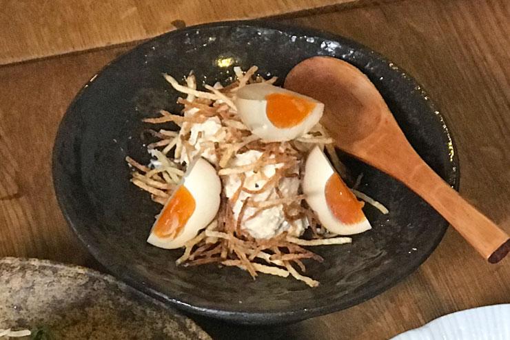 燻製ローカルエッグのポテトサラダ ($8.5)