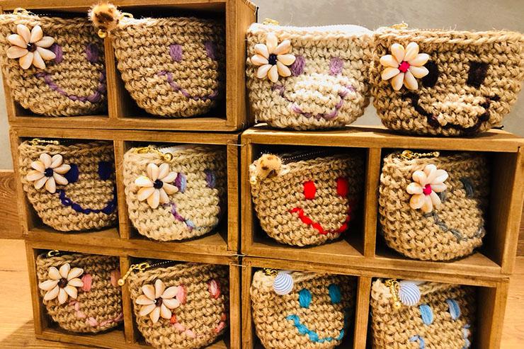 スマイルミニポーチ ¥1,296 オリジナルのスマイルポーチ。中に布が縫ってあるので、小銭やアクセサリー入れにもオススメ。