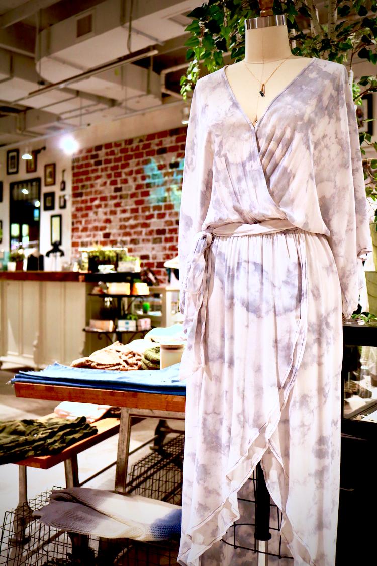 身体のラインをキレイに魅せる大人ドレス入荷!